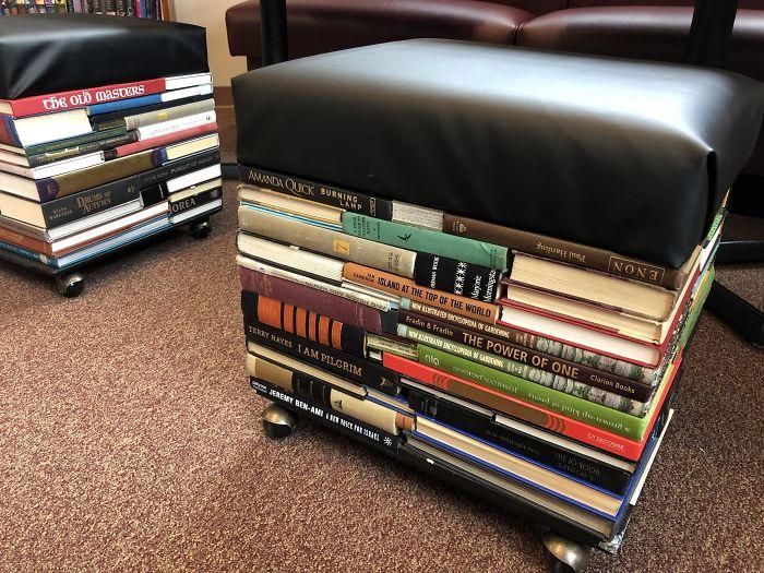 стулья из книг