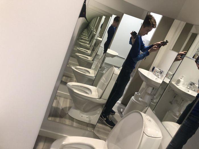 зеркало в туалете