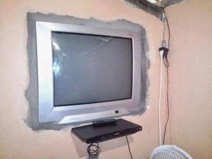 телевизор в стене