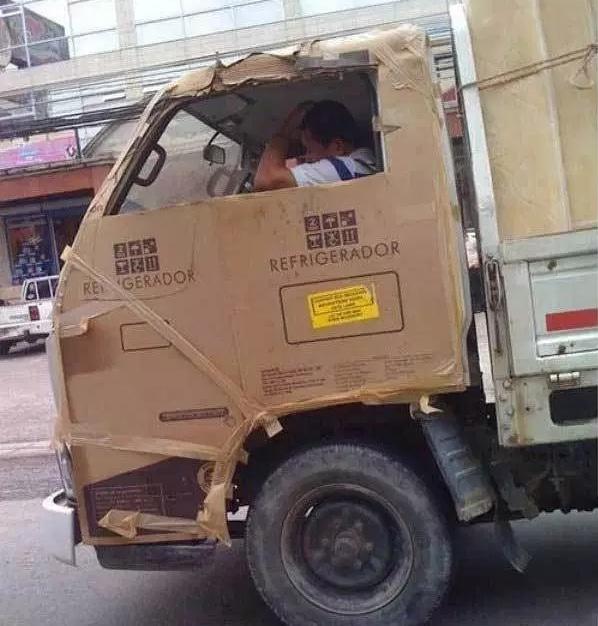 кабина грузовика обшита картоном