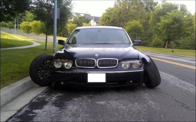 сломанный автомобиль