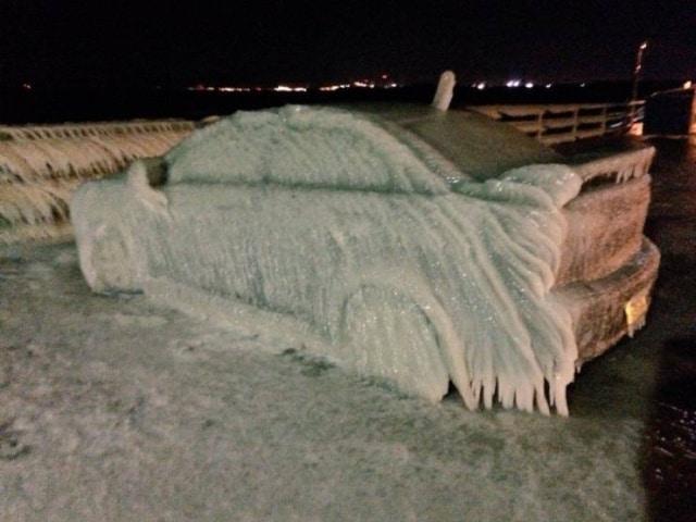 автомобиль покрылся льдом