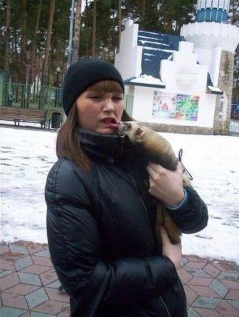 зверек укусил девушку за губу