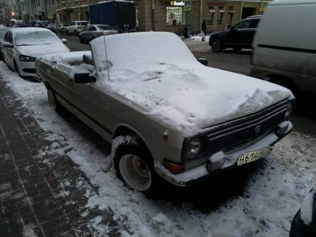 москвич-кабриолет в снегу