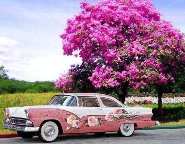 машина с цветочным рисунком