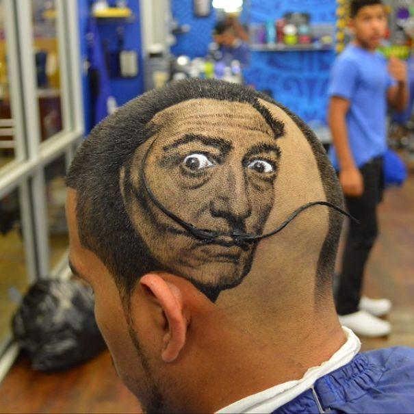 портрет сальвадора дали на голове