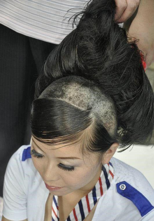 девушка с выбритой головой