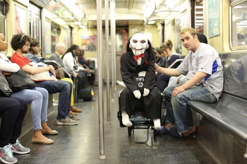 кукла билли в метро