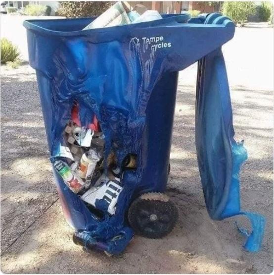 расплавленный мусорный бак