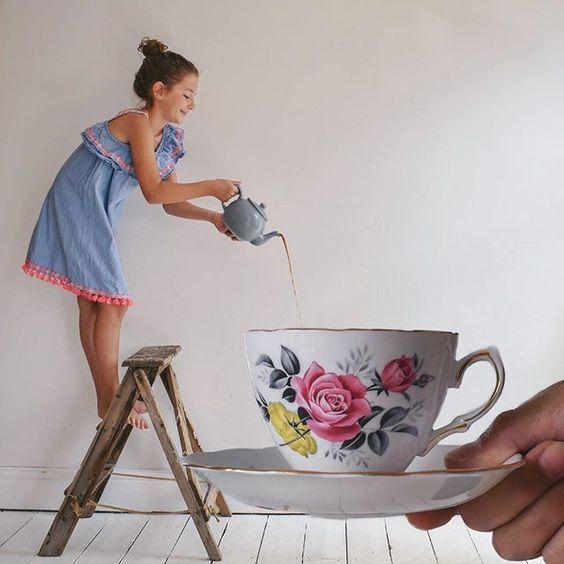 девочка и чашка с чаем