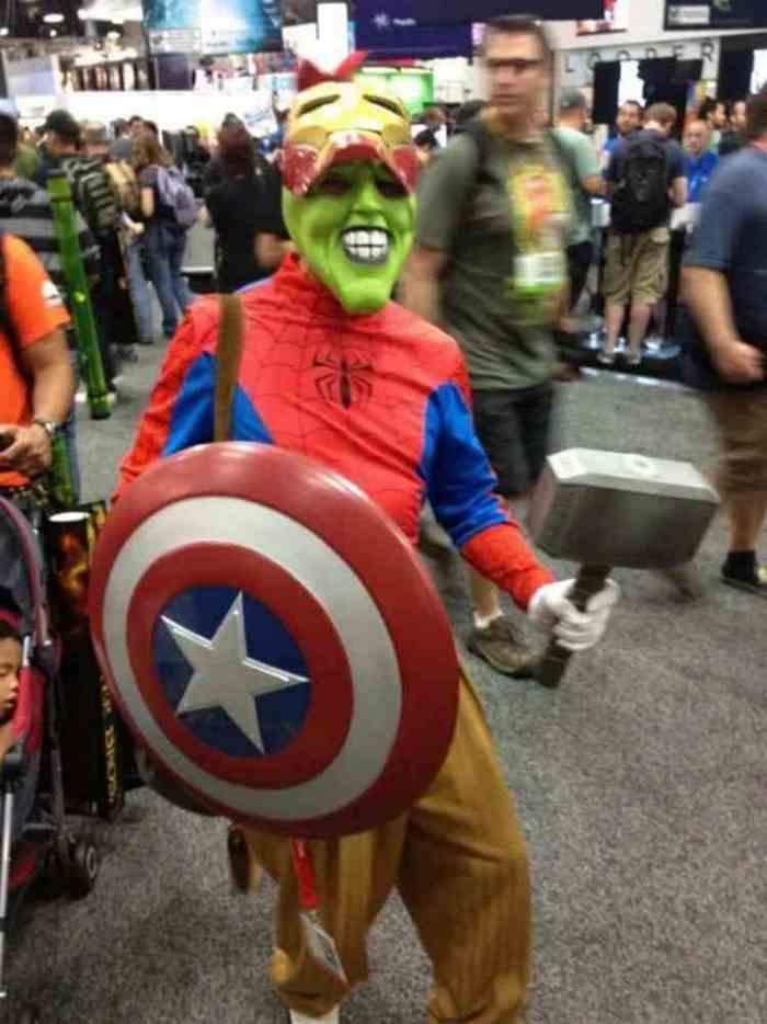 человек в костюме супергероев