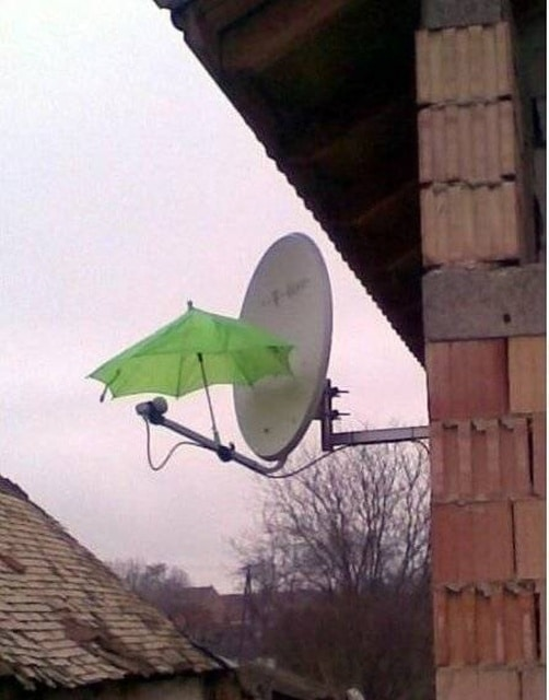зонт на спутниковой антенне