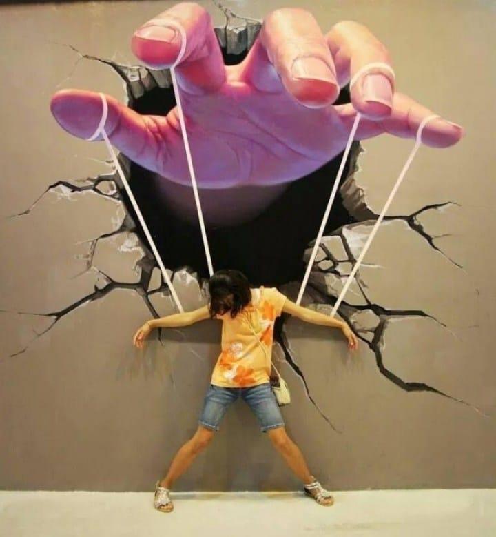 3D рисунок руки на стене