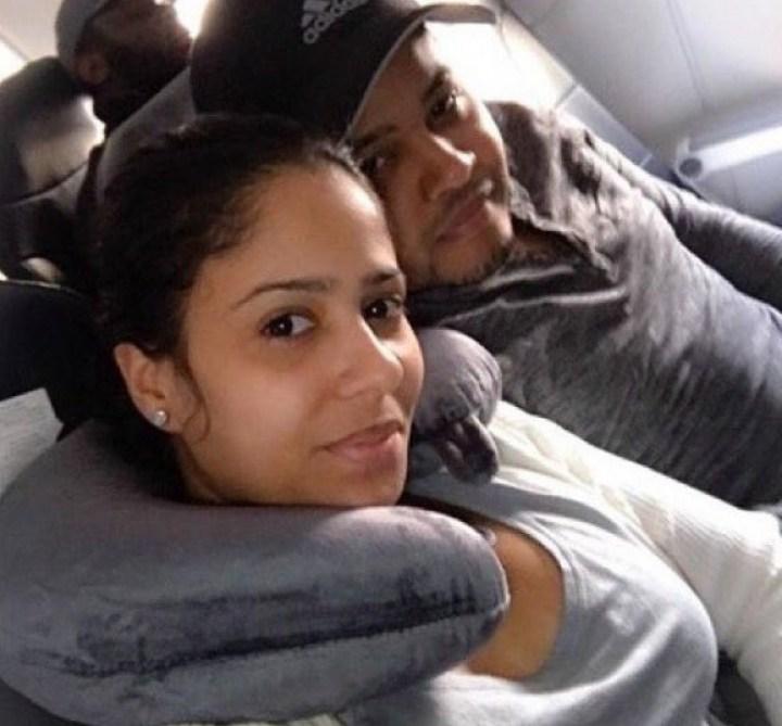 мужчина и женщина в транспорте