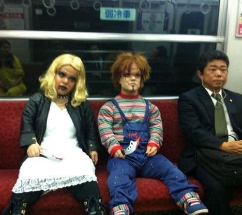 кукла чаки в метро