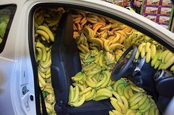 бананы в салоне авто