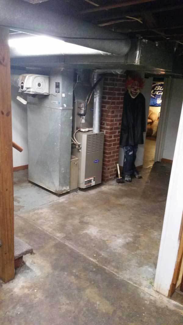 клоун в подвале