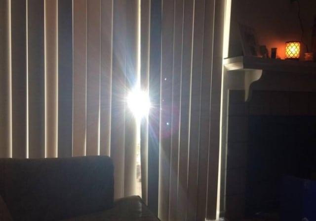 солнце сквозь жалюзи