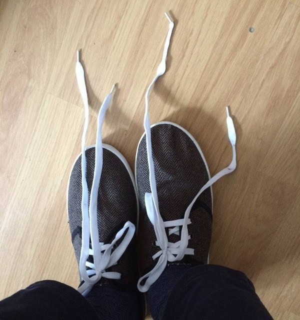 шнурки развязались на обуви