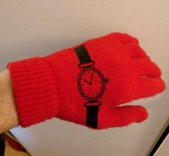 перчатки с часами