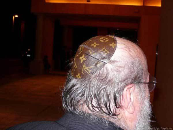 кипа на голове у мужчины