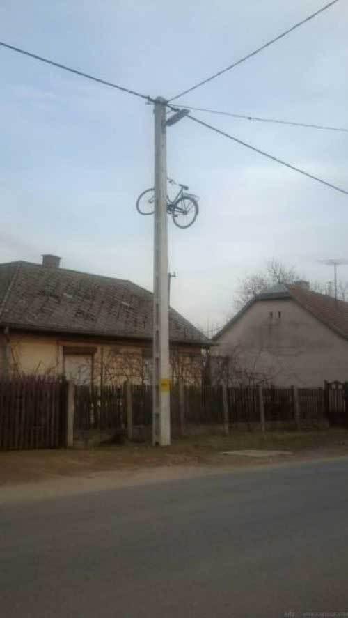 велосипед на столбе