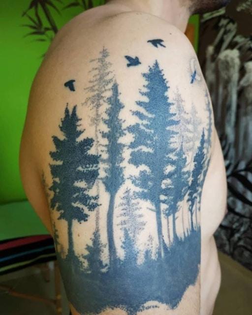 тату в виде леса