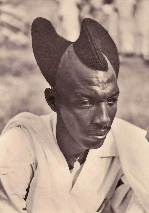 чернокожий мужчина с фигурной стрижкой