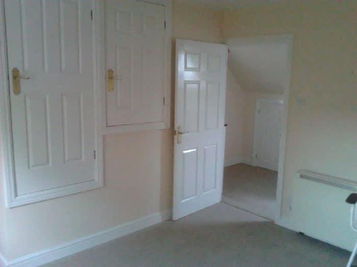 три двери в комнате