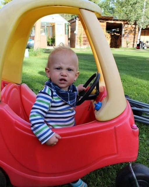 мальчик детский машине