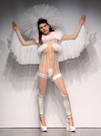 девушка в прозрачном белом костюме