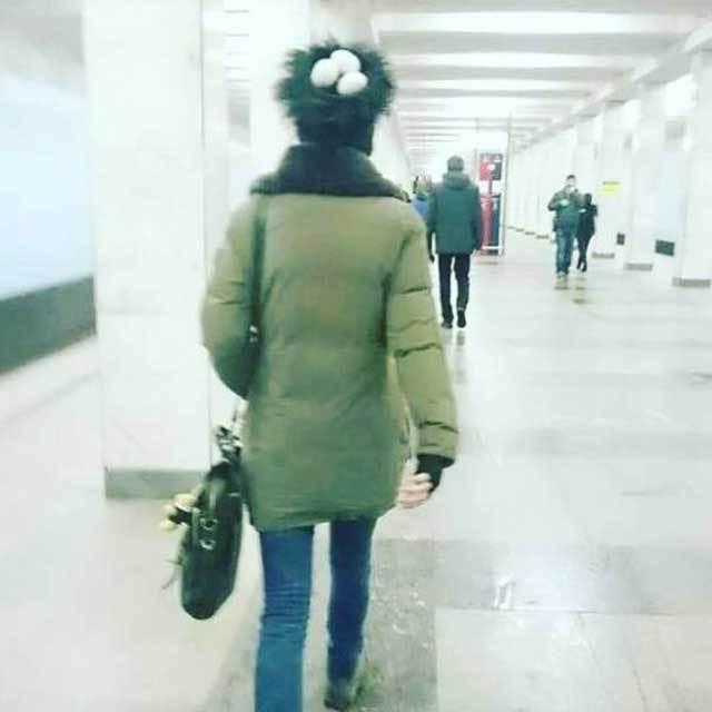 женщина с гнездом на голове