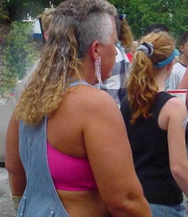 женщина со странной стрижкой