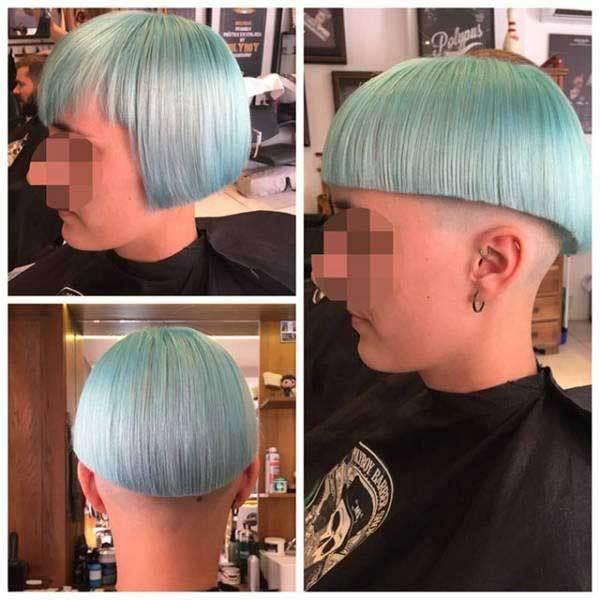 девушка с голубыми волосами