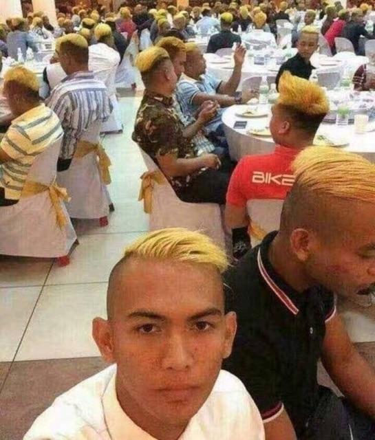 парни с одинаковой стрижкой и цветом волос
