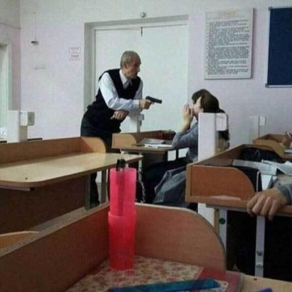 учитель с пистолетом в классе