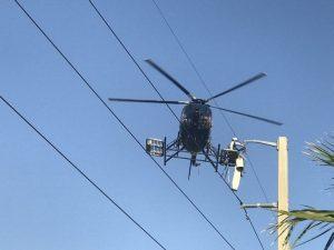 вертолет над столбом