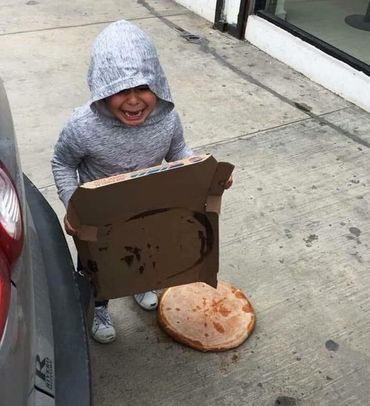 пицца упала