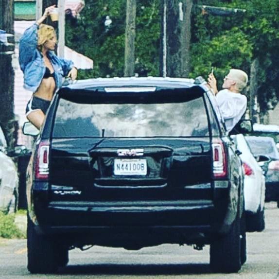 пара в машине