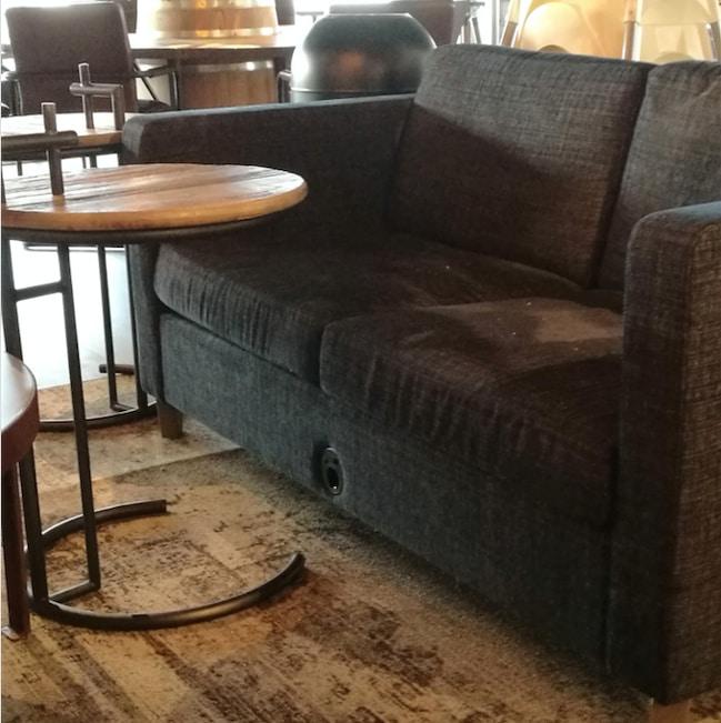 диван с розетками