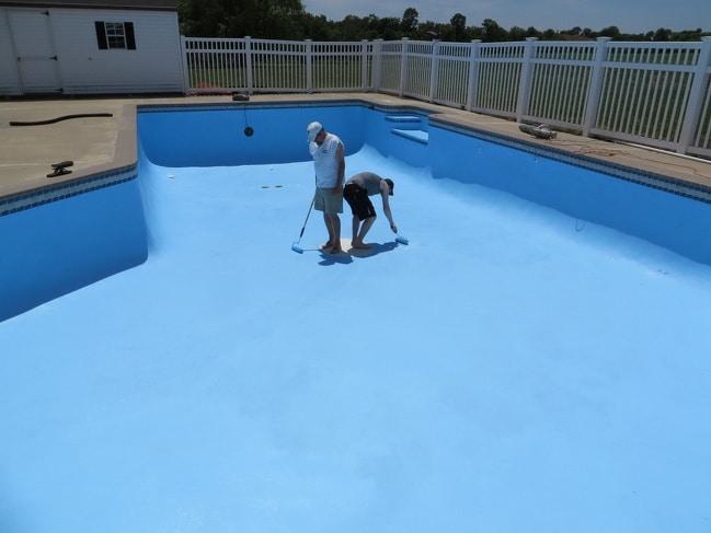 красить бассейн