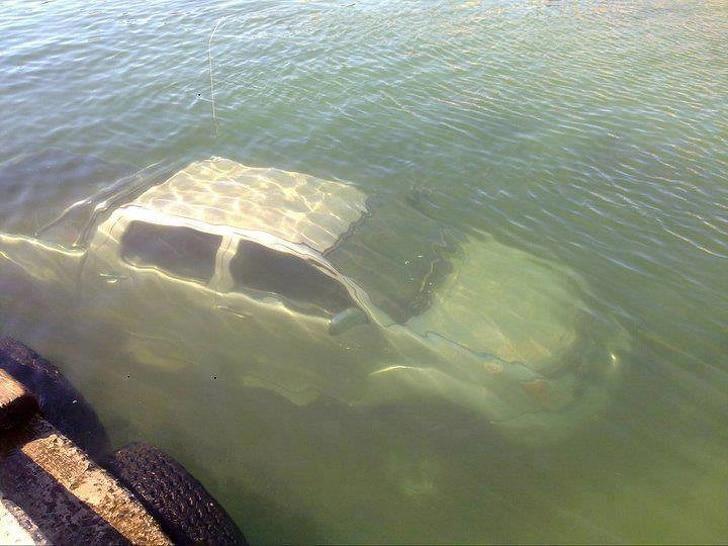 машина под водой