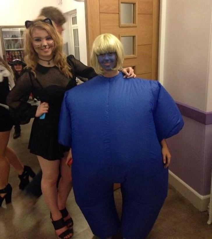 девушки в костюмах на Хэллоуин