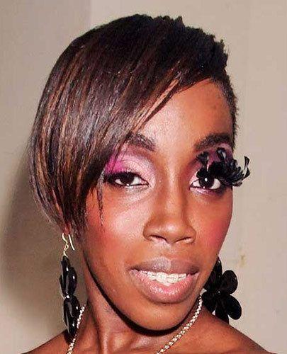 афроамериканка с накладными ресницами