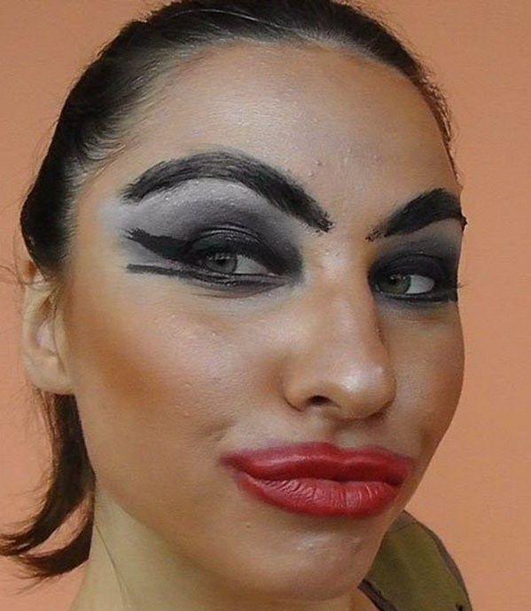 неудачный макияж у женщины
