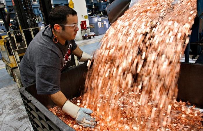 монеты сыпятся в контейнер