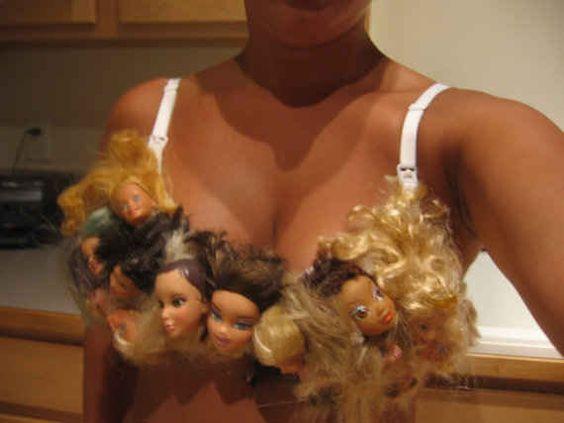 лифчик из кукольных голов