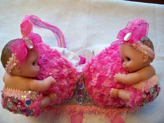 розовый лифчик с куклами
