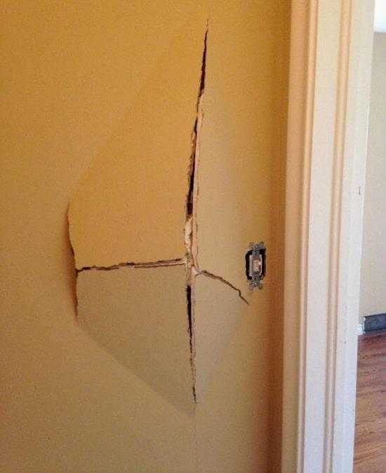 сломанная стена