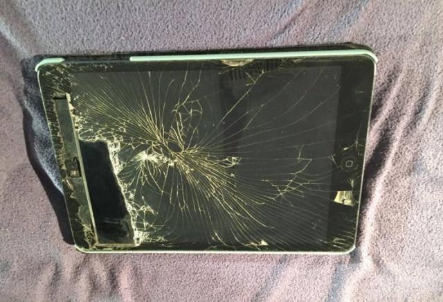 сломанный планшет